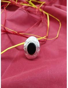 Anello in argento con pietra ovale grande di onice nero