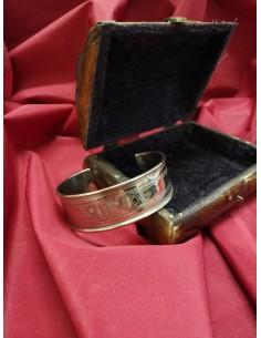 Braccialetto in argento a fascia con incisioni