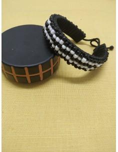 Bracciale rigido in cauciù e perline bianche e nere
