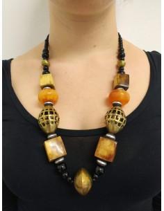 Collana con perline e perle in onice nero, ambra, osso e ottone