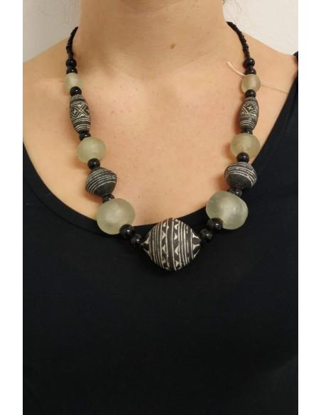 Collana con perline e perle in onice nero, legno di ebano
