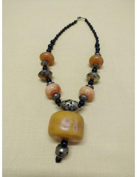 Collana con perline e perle in onice nero, inserti in ambra