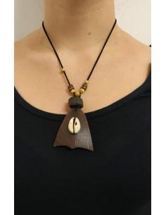 Collana con palline e dischetti in legno e pendente