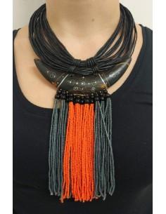 Collana multifili in pelle nera con perline arancioni e grigie