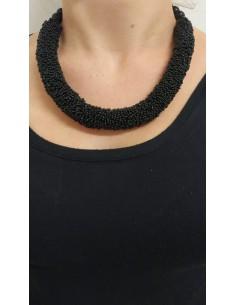 Collana semirigida con perline nere e perle in onice nero