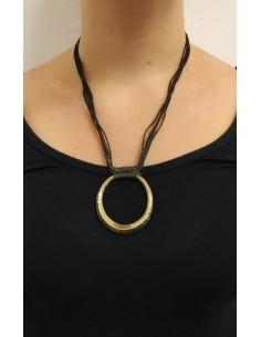 Collana in fili di pelle con ciondolo rotondo in argento