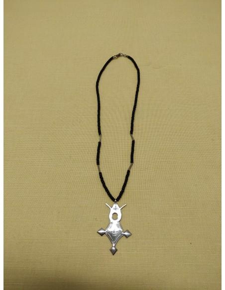 Collana di perline in onice nero e argento con ciondolo in argento