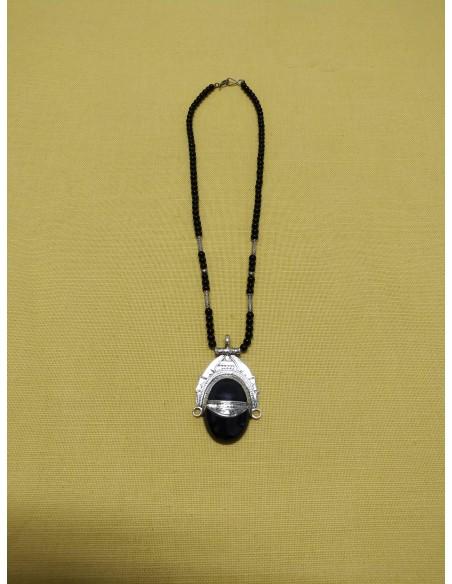Collana con perline in onice nero  con ciondolo in argento