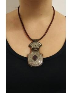 Collana di perline in onice nero con ciondolo in argento
