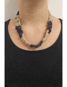 Collana perline blu e bianche - lavorazione macramè