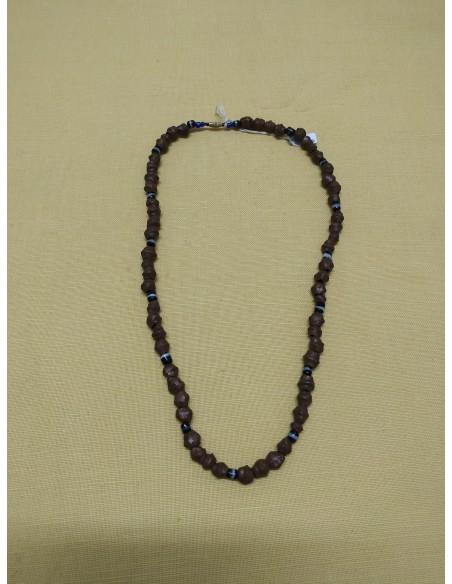 Collana con perline e pietre